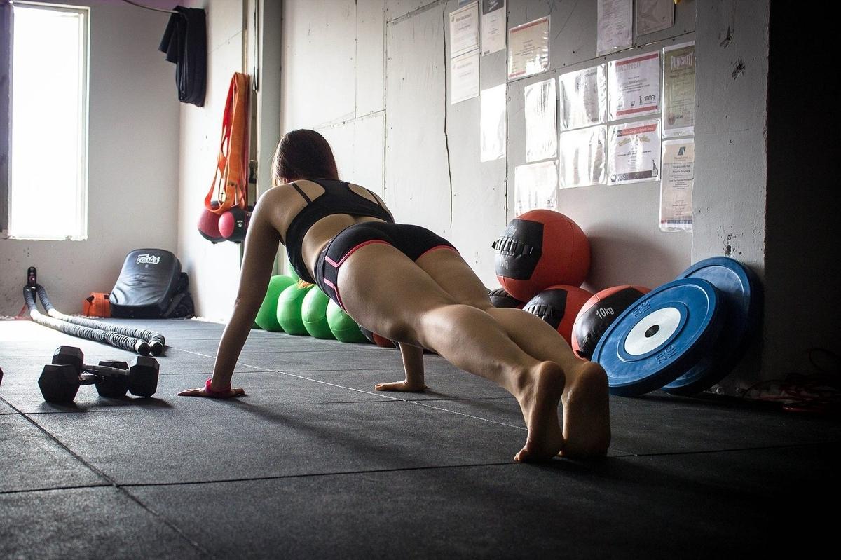 女性トレーナー画像