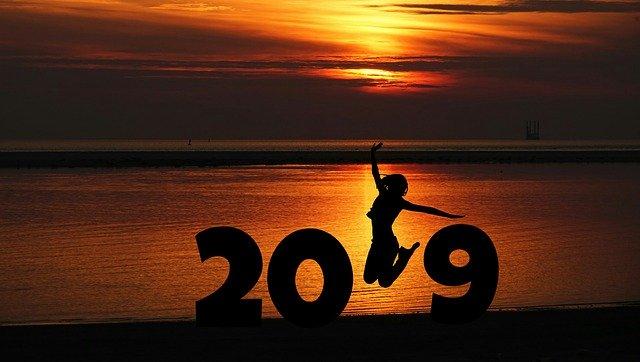 夕日と2019年と書かれた画像