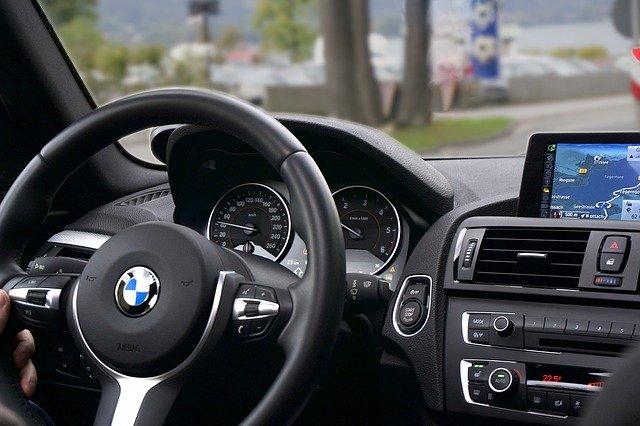 BMWの運転手席