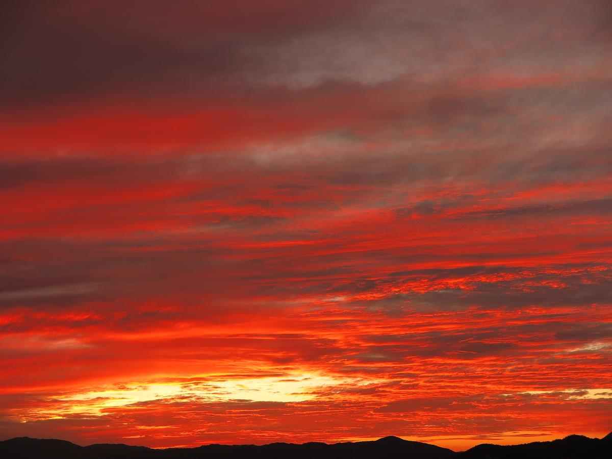 一発逆転の夕焼け」~曇りの日にこそ狙う~ - 光つかまえて~雫と海と ...