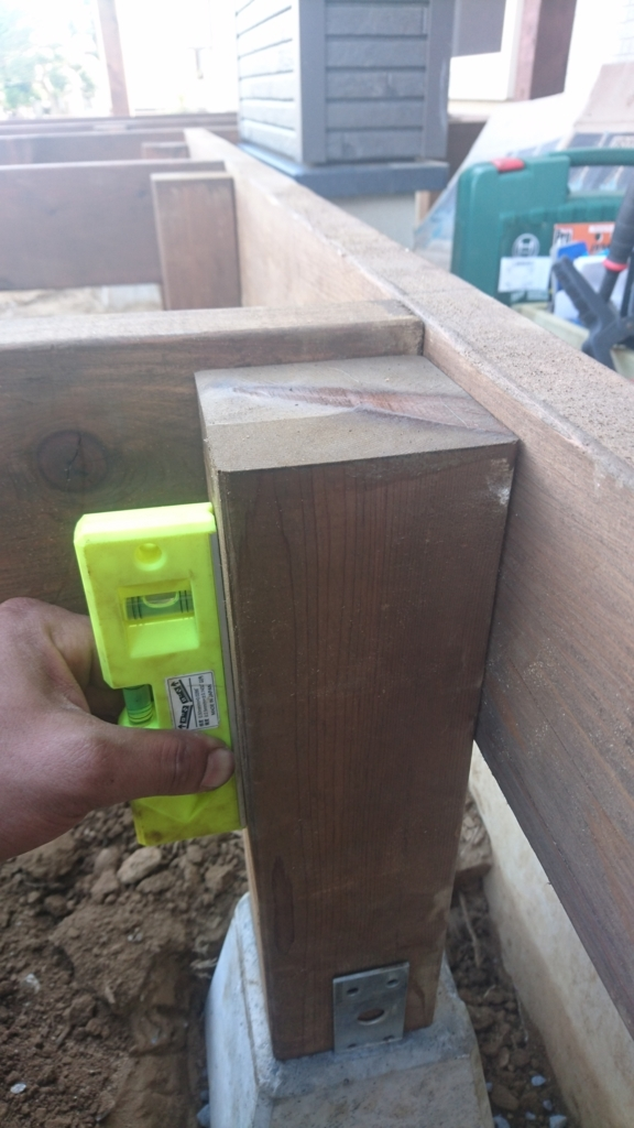 DIYウッドデッキ 束柱垂直