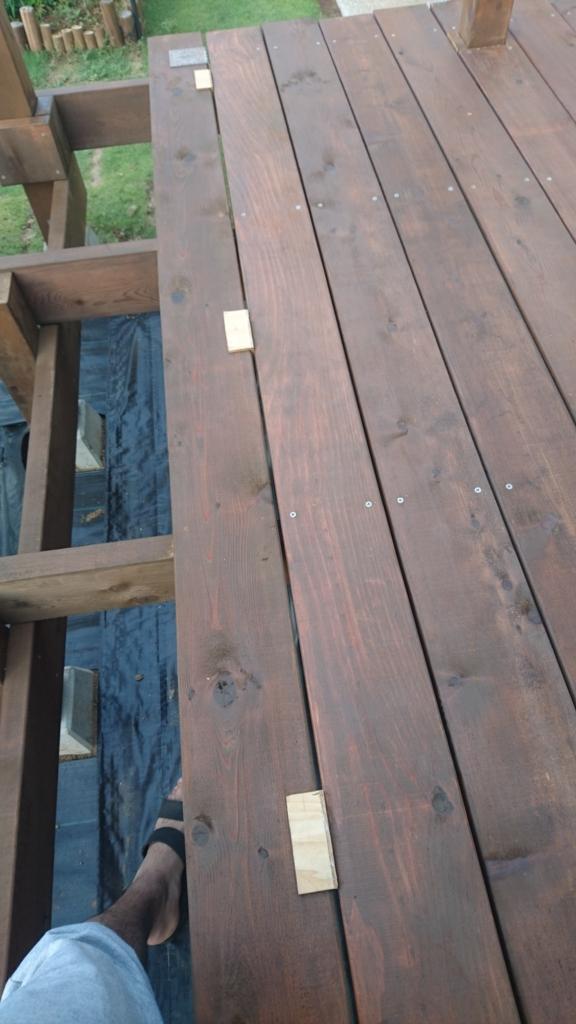 DIYウッドデッキ床板張り