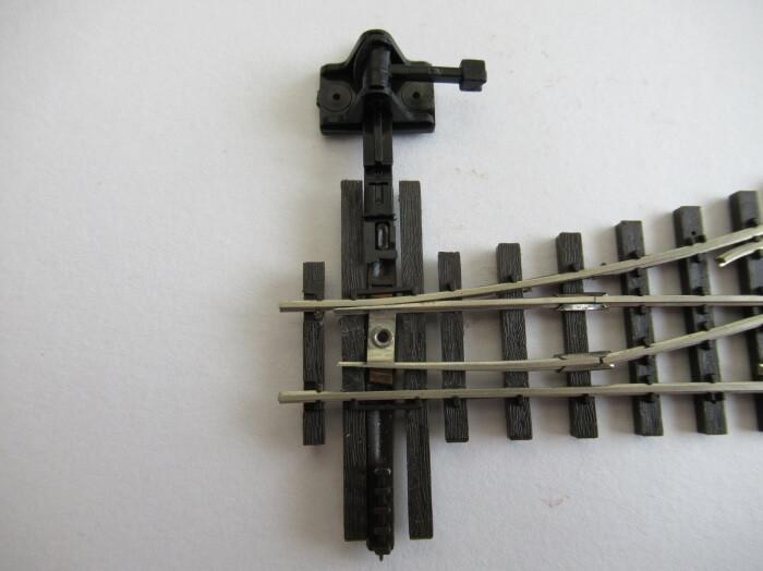篠原模型のポイントレールに手動転轍機を取り付ける手順