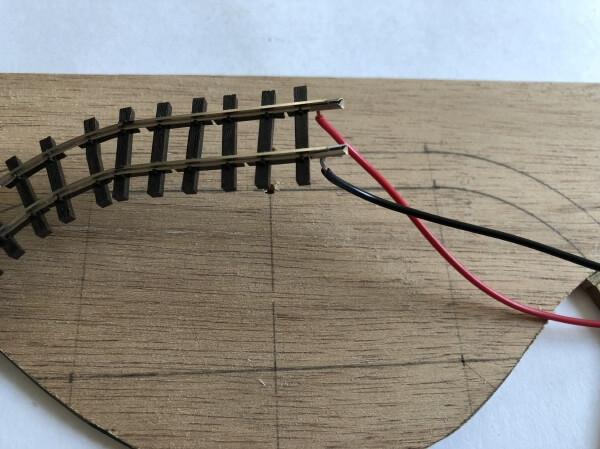 6.フィーダー線の取り付けとベースに下穴をあける