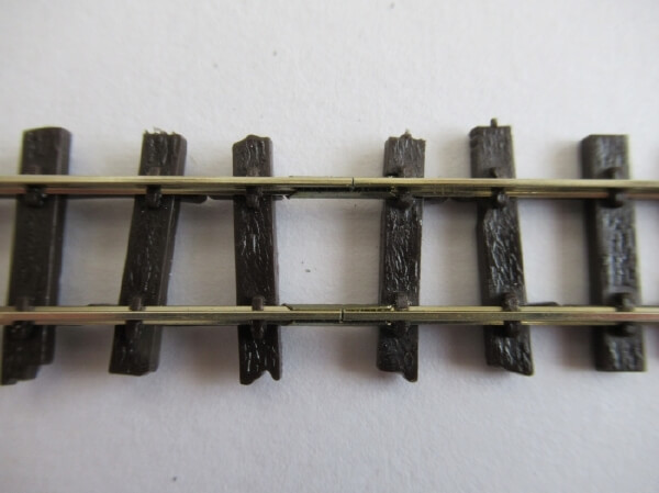 レールニッパーを使ってPECOのフレキシブルレールをきれいに切断するコツ