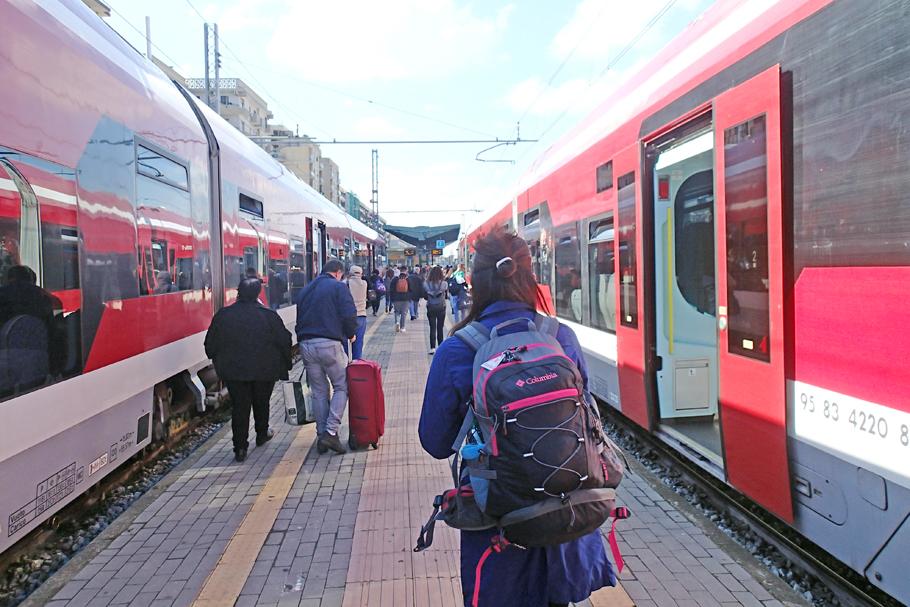 ⑧南イタリアとローマ6泊8日の旅 バーリ駅からプルマンに乗車しナポリ ...