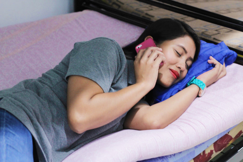 「向かっている最中」と嘘をつく、寝ているフィリピン人妻