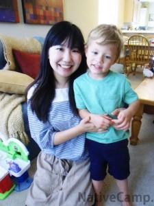 アメリカ人の子供と日本人の女性