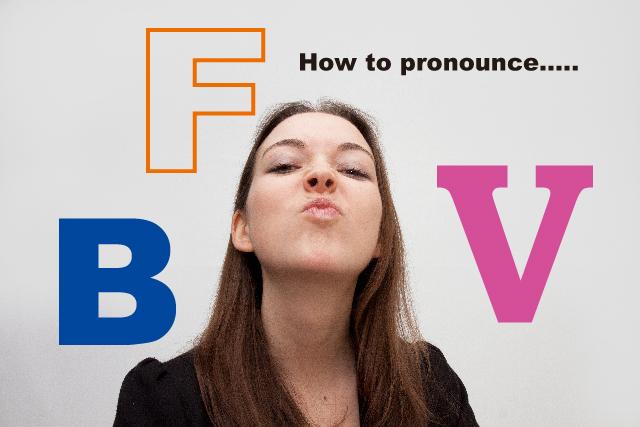 英語を発音する外国人女性