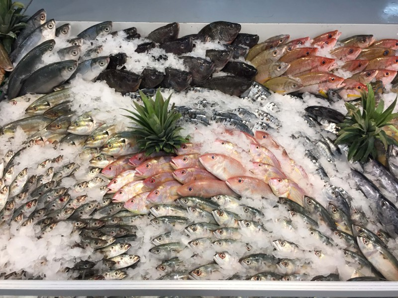 スーパー魚売り場