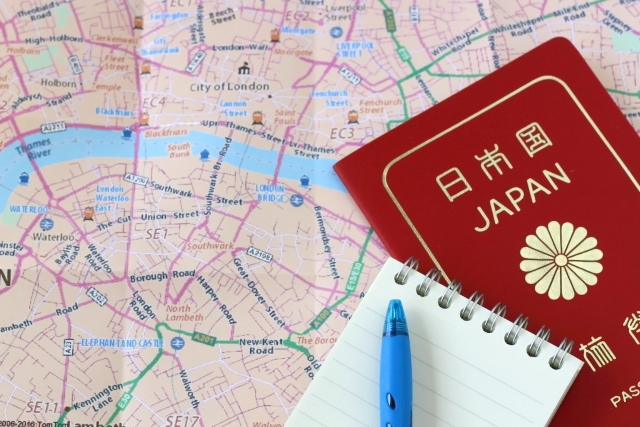 地図とパスポート