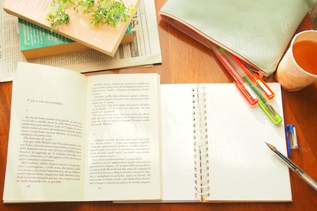 英語を勉強している机の上の風景