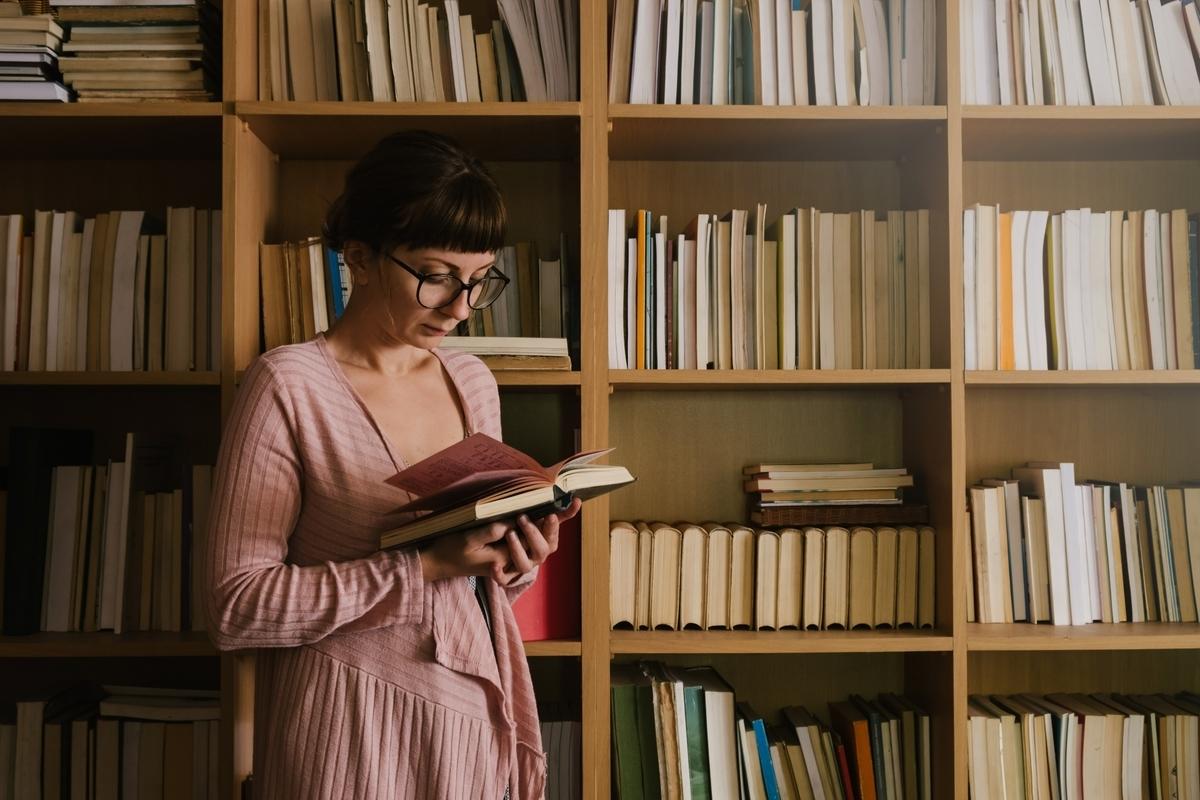 女性、図書館、本、古書