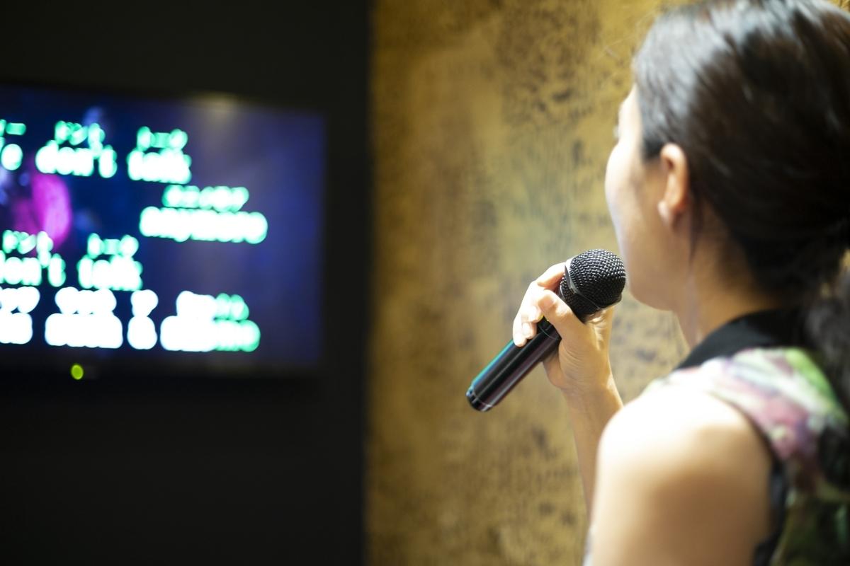 カラオケ、女性、歌、音楽、歌詞