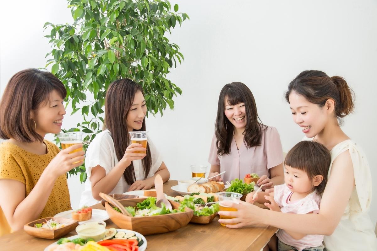パーティー、子供、食事、サラダ、レストラン、お家