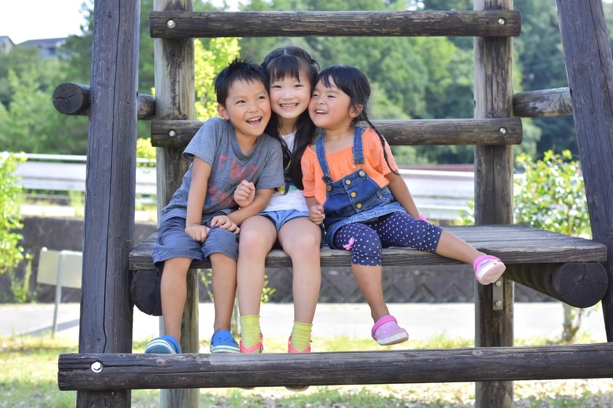 子供、仲良し、一緒、公園