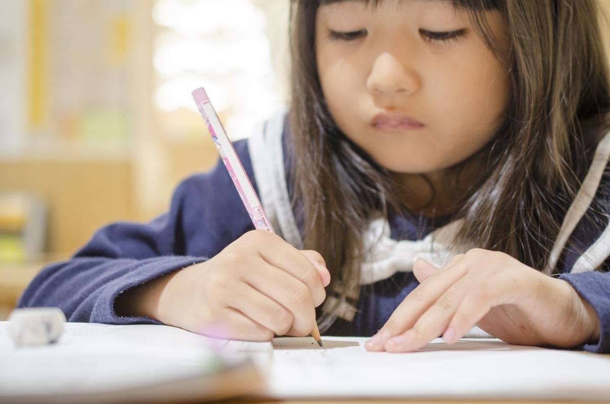 子供、勉強、英語、ノート、イラスト