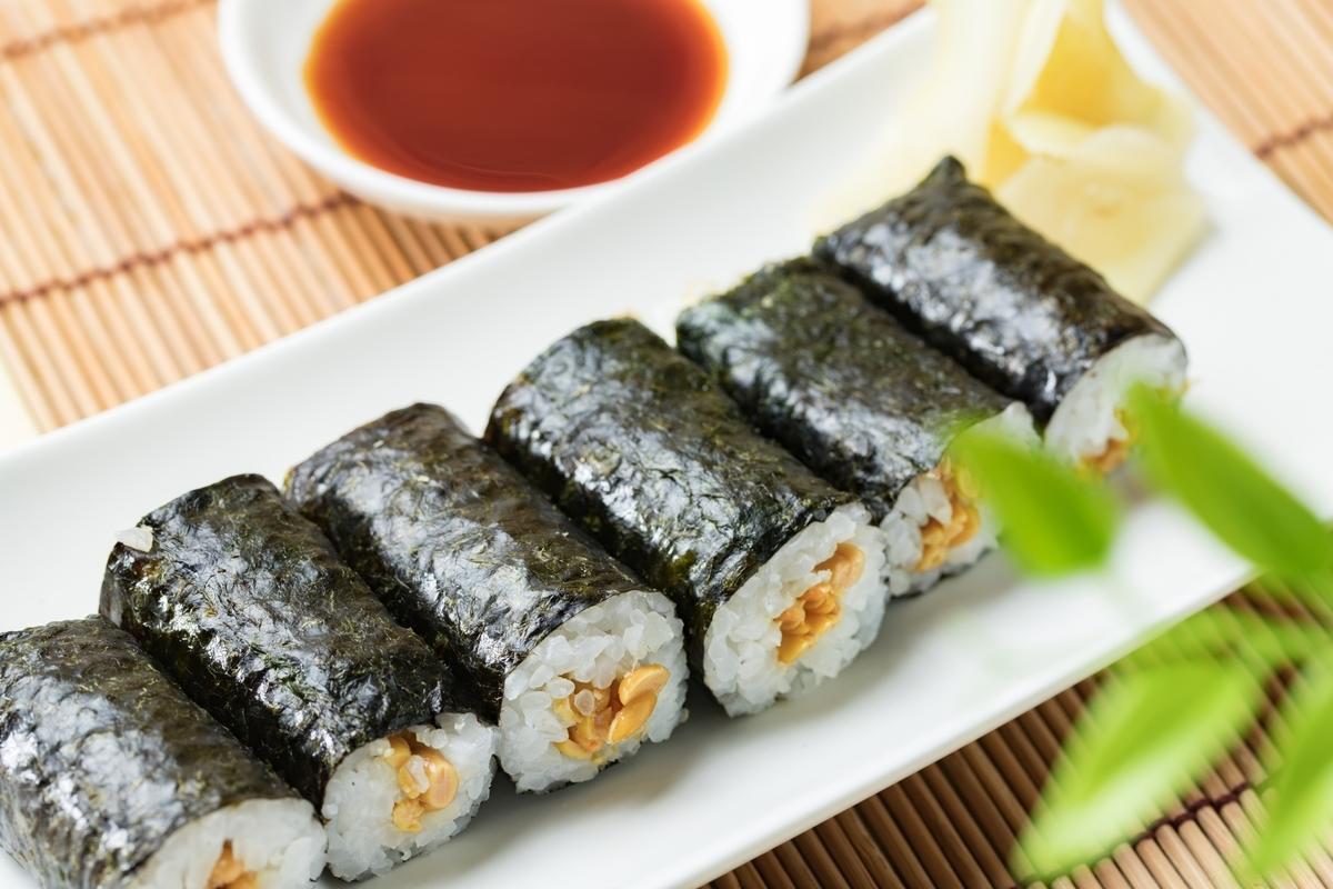納豆巻き、寿司、日本食