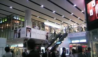 08002秋葉原駅直ぐにオープンしたAKIBATOLIM.JPG