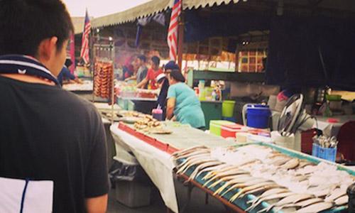 セントラルマーケット(魚市場)でご飯を食べる!