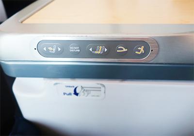 ANAビジネスクラス席の操作ボタン