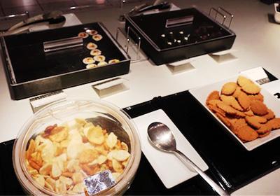 手巻き寿司、お稲荷さん、お菓子