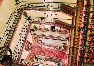 パレス館美しい螺旋階段