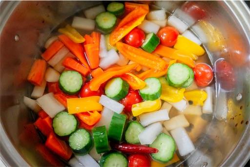 鍋で野菜をさっと煮る!