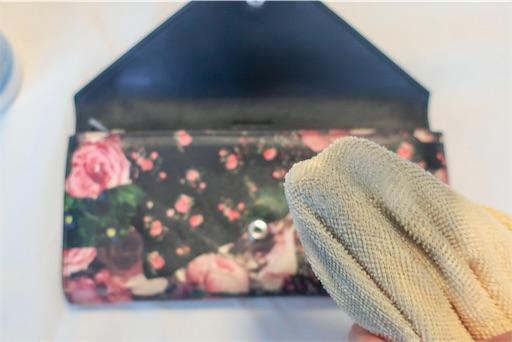 女性の財布は汚れがたまりやすい