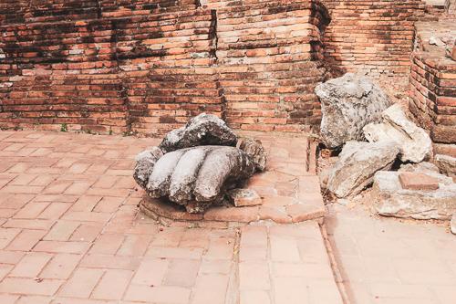 Wat Phra Si Sanphet broken