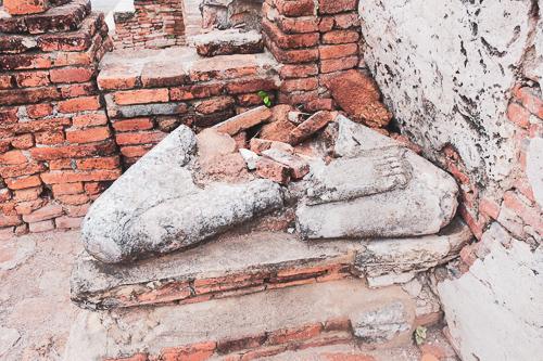 壊れている仏像2
