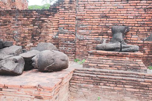 ワットマハタート:壊れた仏像