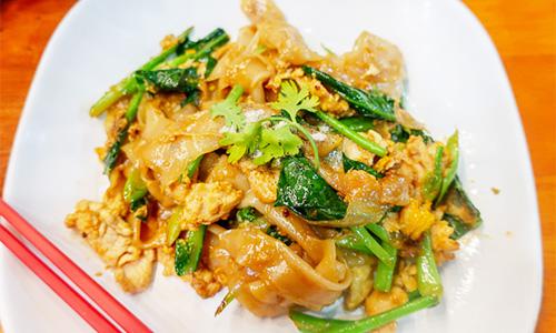 Kamlangsib料理:pan-fried thin noodles