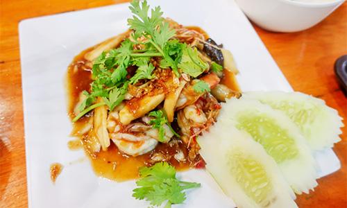 Kamlangsib料理:海老の炒め物
