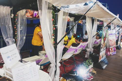 Massage shop around the river