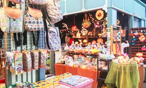 ASIATIQUE has a lot of Souvenir shop