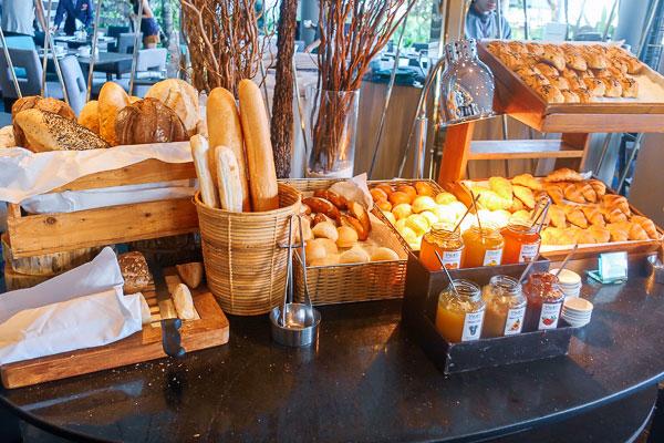 朝食ブッフェ:パン