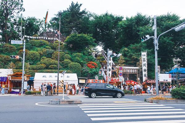 新馬場駅から見た品川神社(例大祭)