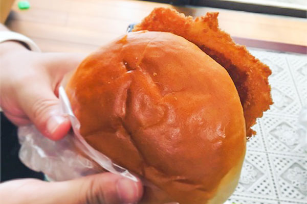 新島『かじやベーカリー』ハムカツパン