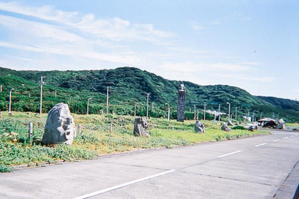 新島メインストリート モヤイ像