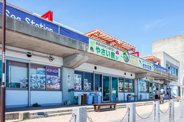 『うらりマルシェ魚館』はお土産屋さんが集結!『おもひで券C』でお土産を貰うこともできる!