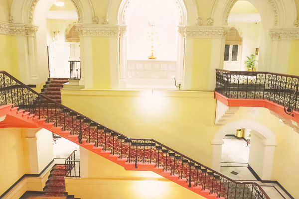 タージマハルホテルパレス館らせん階段正面