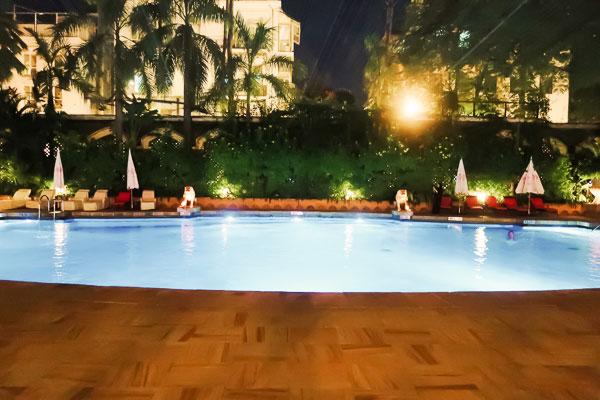 タージマハルホテルプール