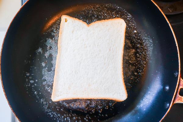 作り方⑧弱火でパンを焼く