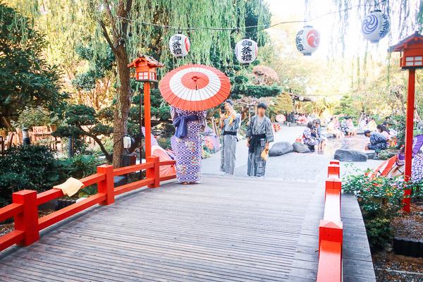大江戸温泉物語の庭の足湯