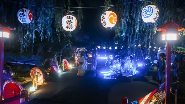 大江戸温泉物語夜の足湯ライトアップ