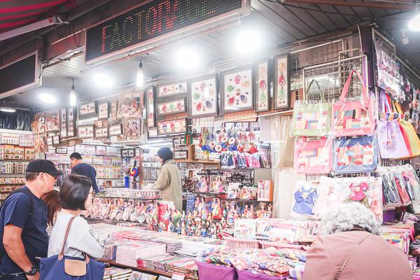 南大門市場韓国雑貨お土産屋さん