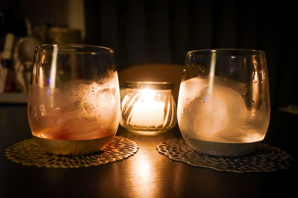 アロマキャンドルとグラス