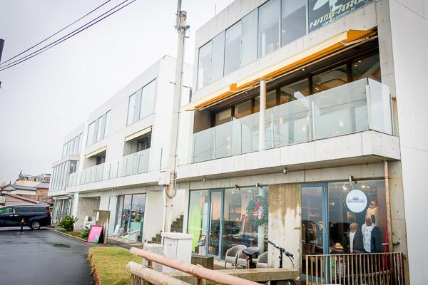 七里ヶ浜ビルズの白い建物2階