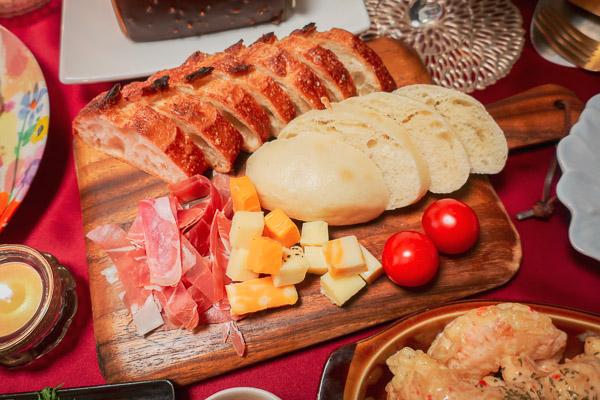 パンとチーズの盛り合わせ
